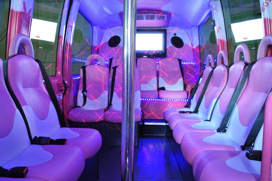 Partybus zur Paintball-Halle